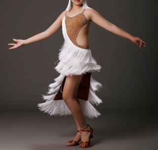 214c13fcb9e3 Dívčí latino šaty MAKAYLA s třásněmi